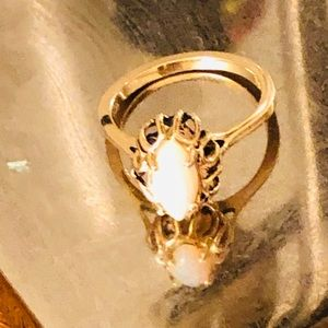 14 carat gold Italian Ring w/ Blue Pearl Size 7.2